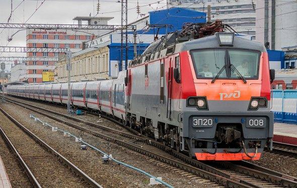 Файл:ЭП20-008, поезд Нижний Новгород - Москва, «Стриж», станция